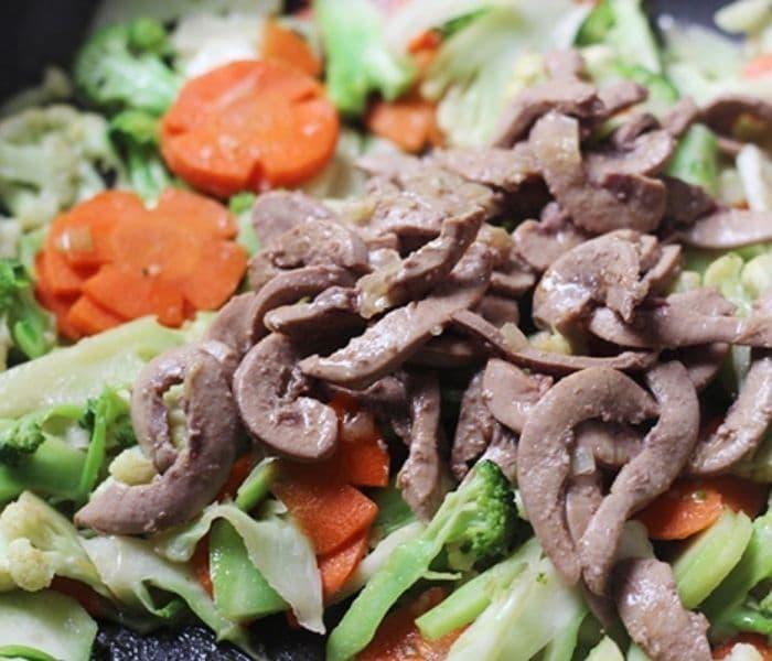 Món ăn từ cật heo như cật heo xào súp lơ giúp bổ thận sinh tinh, chữa thận hư, di mộng tinh