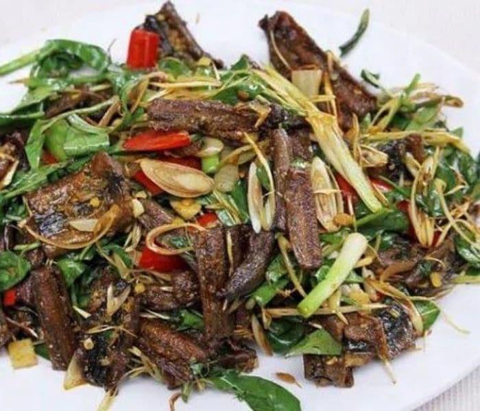 Lươn xào sả ớt không chỉ là thức ăn bổ thận cho nam mà còn có thể ngăn ngừa xuất tinh sớm