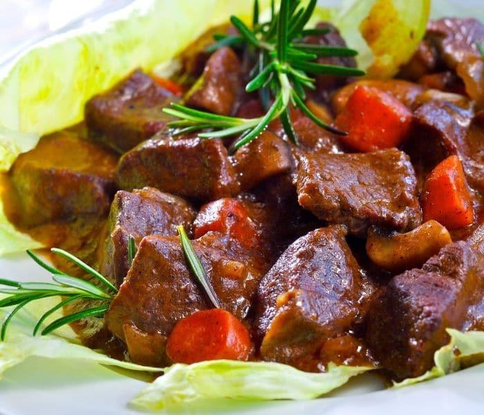 Đối với nam giới thận hư yếu gây suy giảm sinh lý thì món ăn từ thịt bò chính là sự lựa chọn tuyệt vời